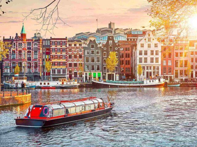 https://www.tourbulance.com.tr/wp-content/uploads/2019/07/Amsterdam-Kanal--640x480.jpg